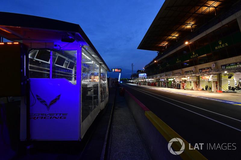 #63 Corvette Racing Chevrolet Corvette C7.R: Jan Magnussen, Antonio Garcia, Mike Rockenfeller, pit lane, atmosphere