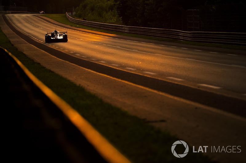 Автомобиль LMP на закате