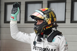 Nico Rosberg, Mercedes AMG F1 W05 celebra una pole
