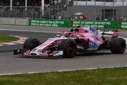 Esteban Ocon, Force India VJM11 waves at the end of the race