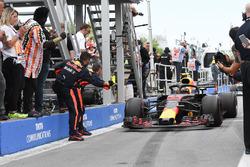 Max Verstappen, Red Bull Racing RB14 in parc ferme