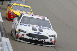 Aric Almirola, Stewart-Haas Racing, Ford Fusion Mobil 1 and Joey Logano, Team Penske, Ford Fusion Shell Pennzoil