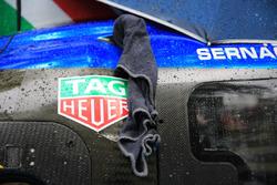 A towel keeps the #47 Cetilar Villorba Corse Dallara P217 Gibson