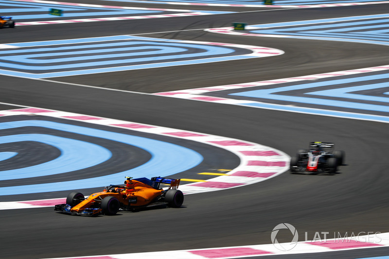 Stoffel Vandoorne, McLaren MCL33, Kevin Magnussen, Haas F1 Team VF-18