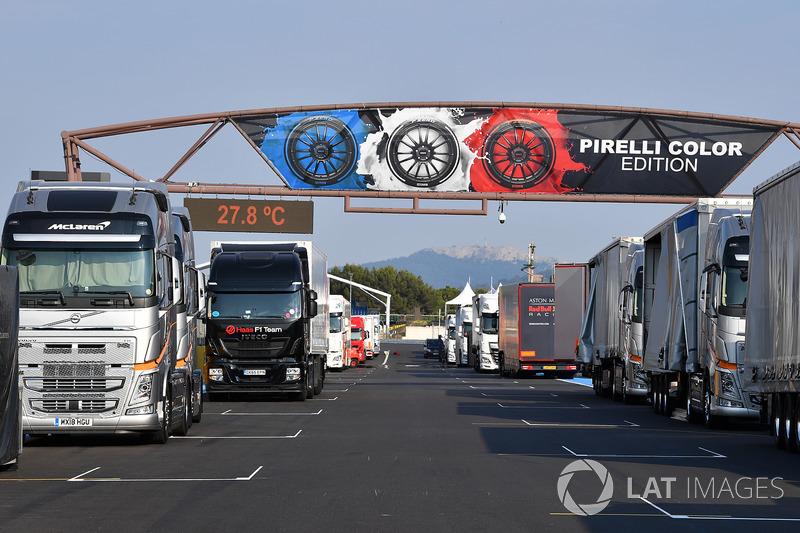 Recta principal y camiones