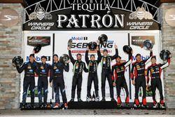 P podium: second place Renger van der Zande, Jordan Taylor, Ryan Hunter-Reay, Wayne Taylor Racing, w