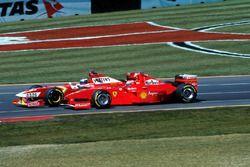 Heinz-Harald Frentzen, Williams Mecachrome FW20 sorpassa Eddie Irvine, Ferrari F300