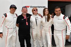 Patrick Friesacher, F1 Experiences 2-Seater coureur, Paul Stoddart, F1 Experiences 2-Seater passagier Rupert Grint, F1 Experiences 2-Seater passagier Barbara Palvin en Zsolt Baumgartner, F1 Experiences 2-Seater coureur