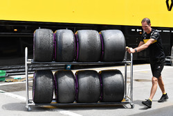 Renault Sport F1 Team mechanic and Pirelli tyres