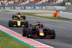 Daniel Ricciardo, Red Bull Racing RB14, Carlos Sainz Jr., Renault Sport F1 Team R.S. 18., Nico Hulkenberg, Renault Sport F1 Team R.S. 18. en FP3