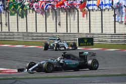 Lewis Hamilton, Mercedes AMG F1 W06 leads Nico Rosberg, Mercedes AMG F1 W06