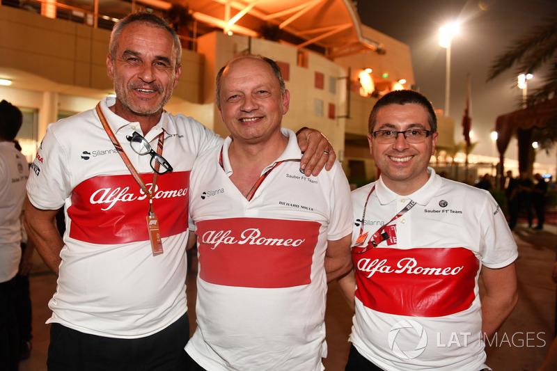 Beat Zehnder, manager de Sauber, Frederic Vasseur, Sauber, directeur d'équipe et Luca Furbatto, directeur du design