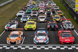 Gruppenfoto: Autos der GT-Masters-Saison 2018