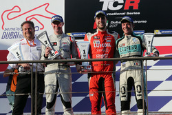Podium: race winner Pepe Oriola, Lukoil Craft-Bamboo Racing, second place Gordon Shedden, Leopard Racing Team WRT, third place Jean-Karl Vernay, Leopard Racing Team WRT