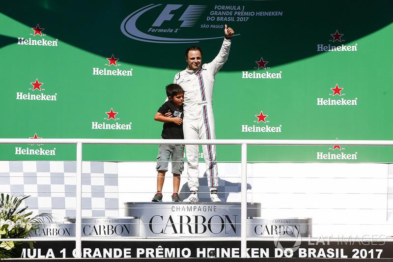 Фелипе Масса с сыном на подиуме Гран При Бразилии