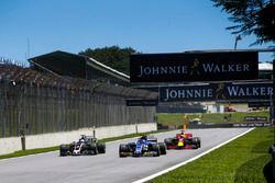 Pascal Wehrlein, Sauber C36, Romain Grosjean, Haas F1 Team VF-17, Daniel Ricciardo, Red Bull Racing