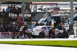 John Hunter Nemechek, Chip Ganassi Racing, Fire Alarm Systems Chevrolet Camaro, pit stop