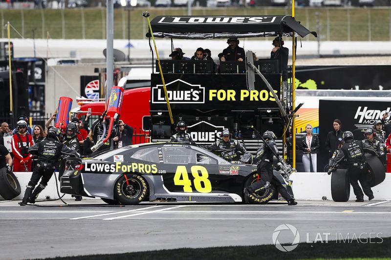 Jimmie Johnson, Hendrick Motorsports, Lowe's for Pros Chevrolet Camaro pit stop