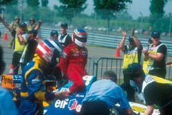 Michael Schumacher, Benetton gives Jean Alesi, Ferrari, a lift back