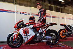 Такааки Накагами на мотоцикле Honda RC213V-S в ливрее следующего сезона