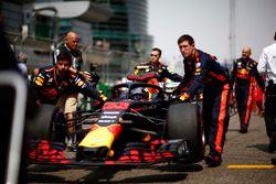 Max Verstappen, Red Bull Racing RB14 Tag Heuer, arriveert op de grid