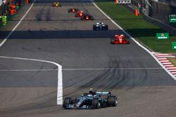 Valtteri Bottas, Mercedes AMG F1 W09, Sebastian Vettel, Ferrari SF71H, Lewis Hamilton, Mercedes AMG F1 W09, Daniel Ricciardo, Red Bull Racing RB14 Tag Heuer