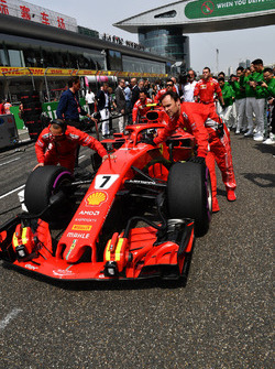 Kimi Raikkonen, Ferrari SF71H on the grid