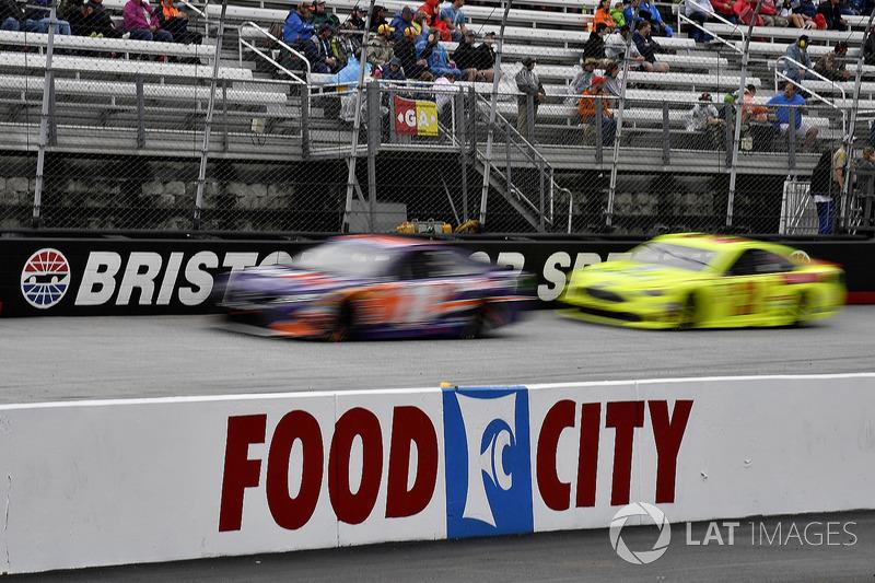 Denny Hamlin, Joe Gibbs Racing, Toyota Camry FedEx Freight and Paul Menard, Wood Brothers Racing, Ford Fusion Menards / Dutch Boy