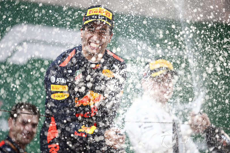 Podium: race winner Daniel Ricciardo, Red Bull Racing, second place Valtteri Bottas, Mercedes-AMG F1