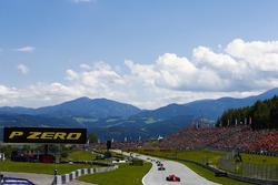 Sebastian Vettel, Ferrari SF71H, Romain Grosjean, Haas F1 Team VF-18, Kevin Magnussen, Haas F1 Team VF-18