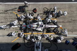 Sergey Sirotkin, Williams FW41, makes a pit stop