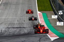 Kimi Raikkonen, Ferrari SF71H, Daniel Ricciardo, Red Bull Racing RB14, Romain Grosjean, Haas F1 Team VF-18, Sebastian Vettel, Ferrari SF71H