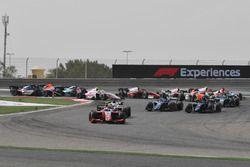 Nyck De Vries, PREMA Racing, devance Maximilian Gunther, BWT Arden