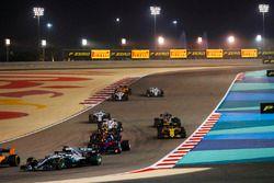 Льюис Хэмилтон, Mercedes AMG F1 W09, Брендон Хартли, Scuderia Toro Rosso STR13, Макс Ферстаппен, Red