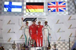 Podium : le vainqueur Sebastian Vettel, Ferrari, le second Valtteri Bottas, Mercedes-AMG F1, le troisième Lewis Hamilton, Mercedes AMG F1