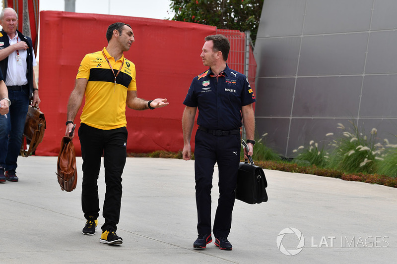 Cyril Abiteboul, director general de Renault Sport F1 y Christian Horner, director del equipo Red Bull Racing