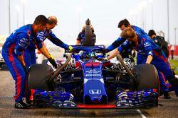 Brendon Hartley, Toro Rosso STR13 Honda, in griglia