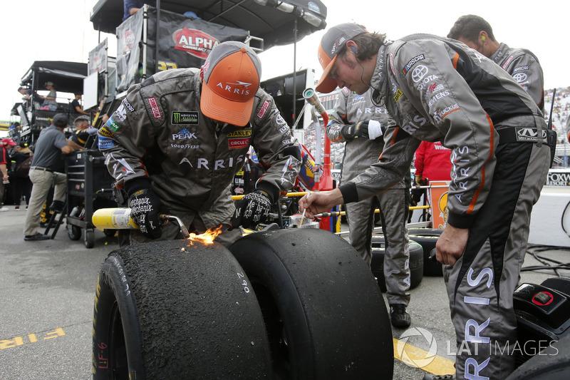 Joe Gibbs Racing, Toyota Camry ARRIS crew