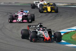 Romain Grosjean, Haas F1 Team VF-18, devant Sergio Perez, Force India VJM11, et Carlos Sainz Jr., Renault Sport F1 Team R.S. 18
