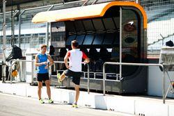 Stoffel Vandoorne, McLaren, prepares to go jogging with his trainer