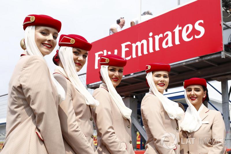 Chicas de Emirates en la grilla