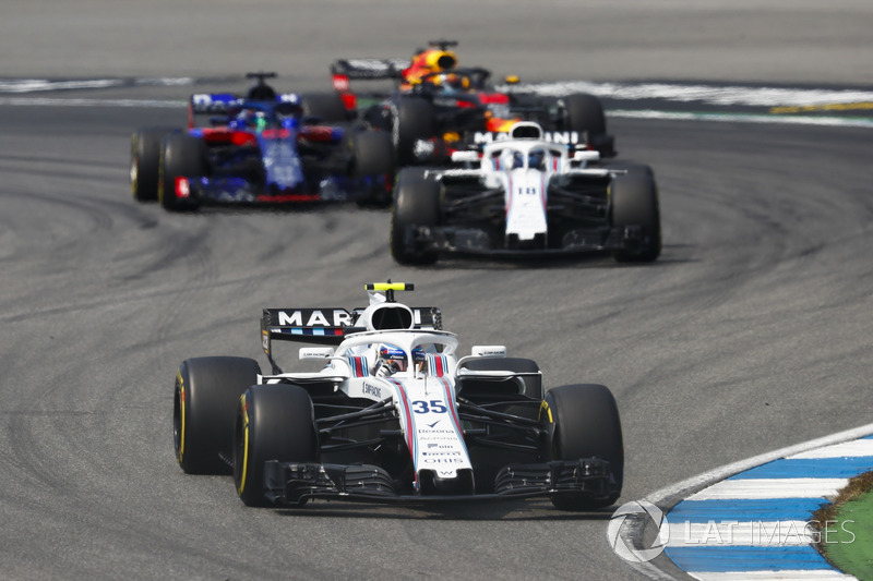 Sergey Sirotkin, Williams FW41, precede Lance Stroll, Williams FW41