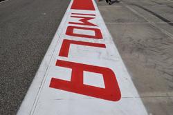 Peinture Imola dans la ligne des stands