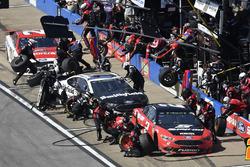 Brad Keselowski, Team Penske, Ford Fusion Snap on, Aric Almirola, Stewart-Haas Racing, Ford Fusion Smithfield and Paul Menard, Wood Brothers Racing, Ford Fusion Motorcraft / Quick Lane Tire & Auto Center