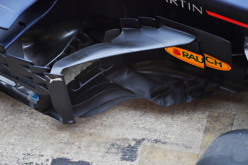 Red Bull Racing RB14 sidepod ve bargeboard detayı