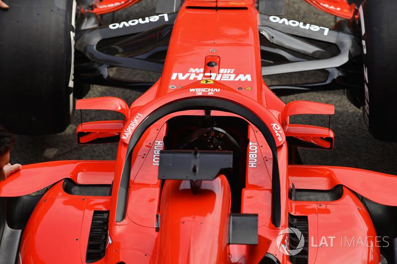 Ferrari SF71H és a Halóra szerelt visszapillantó
