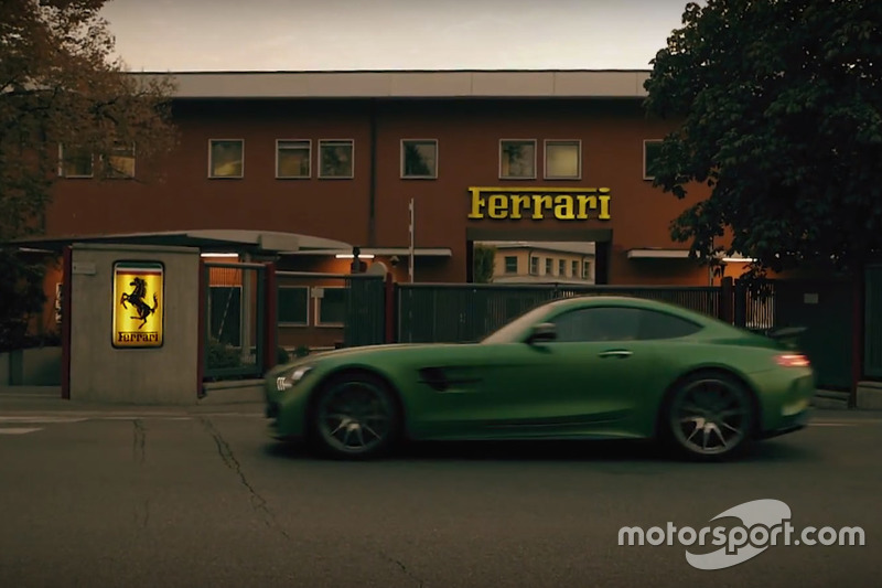 Mercedes AMG GT-R di depan gerbang markas Ferrari, Maranello
