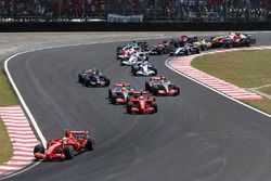 Felipe Massa, Ferrari F2007, leads Kimi Raikkonen, Ferrari F2007, Lewis Hamilton, McLaren MP4-22, Fernando Alonso, McLaren MP4-22, Mark Webber, Red Bull Racing RB3 Robert Kubica, BMW Sauber F1.07, Nick Heidfeld, BMW Sauber F1.07, and the rest of the field at the start