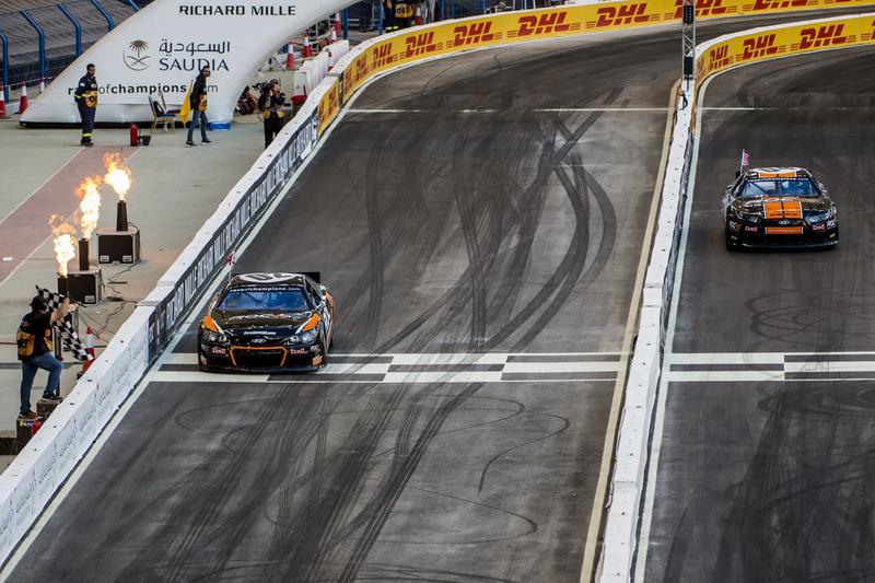 Petter Solberg y Josef Newgarden con el Whelen NASCAR