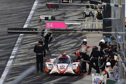 #54 CORE autosport ORECA LMP2, P: Jon Bennett, Colin Braun, Romain Dumas, Loic Duval, pit stop